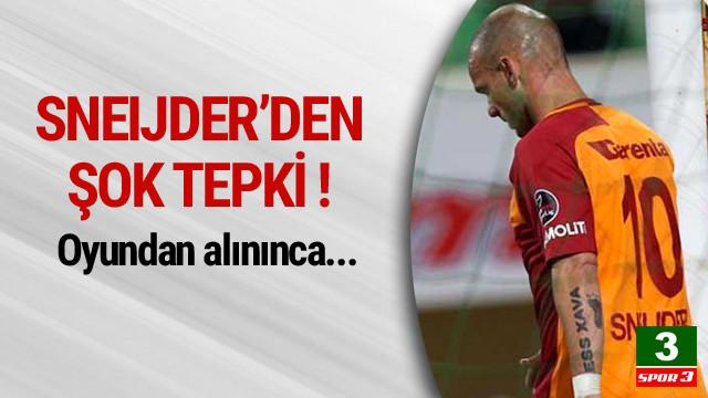 Sneijder oyundan alınınca sinirlendi