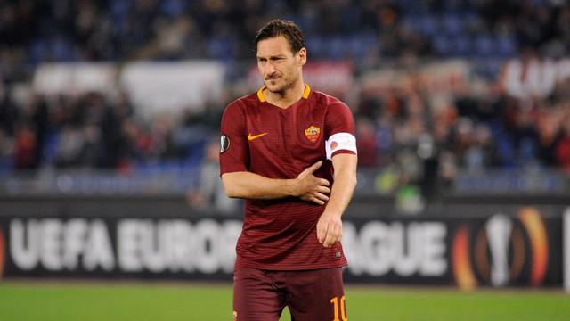 Totti futbolu bırakınca Roma'da kalacak !
