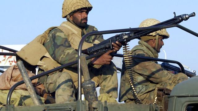 Pakistan Afganistan'ı vurdu ! Ölüler var...