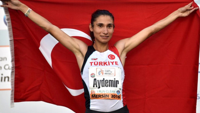 Esma Aydemir Avrupa üçüncüsü
