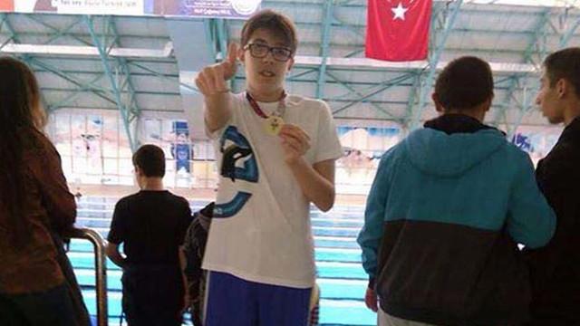 Otizimli yüzücü Ege Berk Çiğdem engel tanımıyor