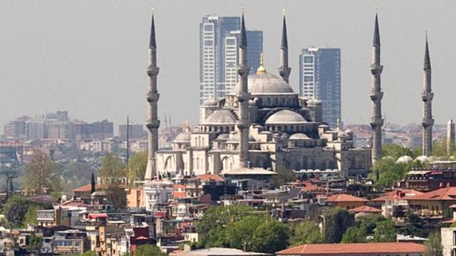 İstanbul'un siluetini bozan o kuleler neden tıraşlanamıyor ?