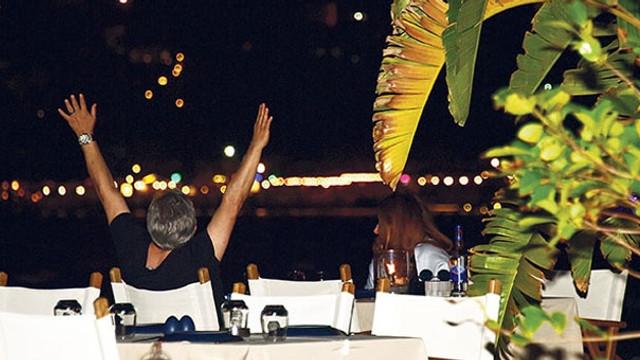 Deniz Seki nişanlasıyla tatilde
