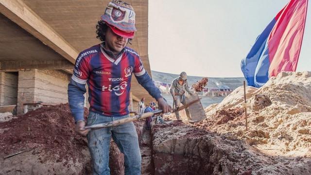 Taraftarlar stat inşatına el attı