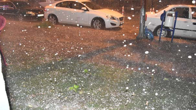Kars'a yağan dolu ve yağmur zor anlar yaşattı