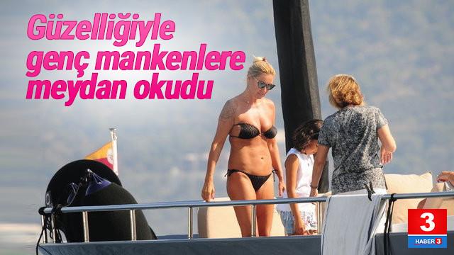 Pınar Altuğ'dan teknede bikini şov