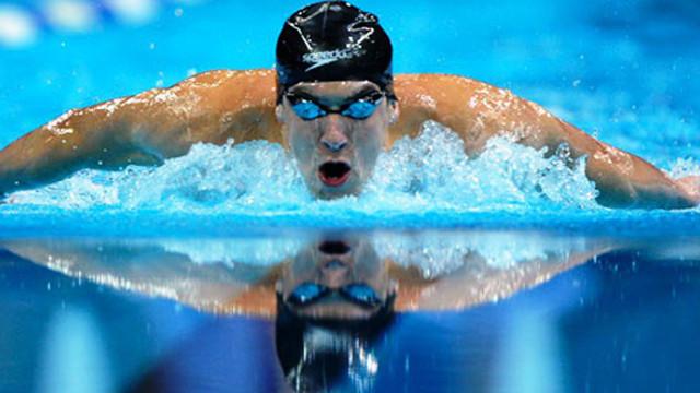 Michael Phelps köpek balığıyla yarıştı