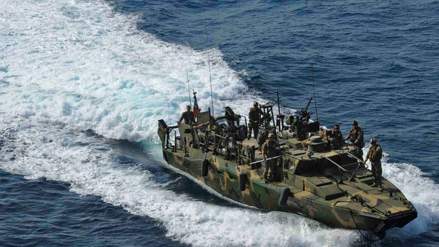 ABD donanması İran teknesine ateş açtı