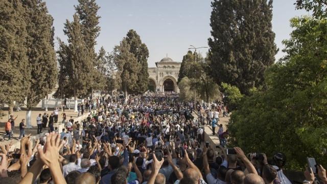 İsrail'den cuma namazı için skandal karar