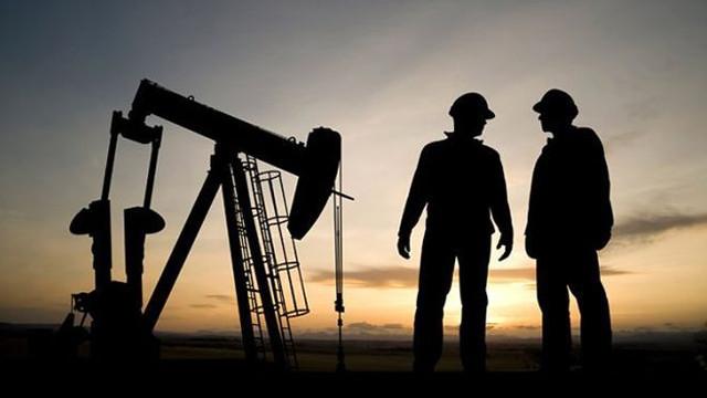 Petrolün varil fiyatı 49 dolardan işlem görüyor
