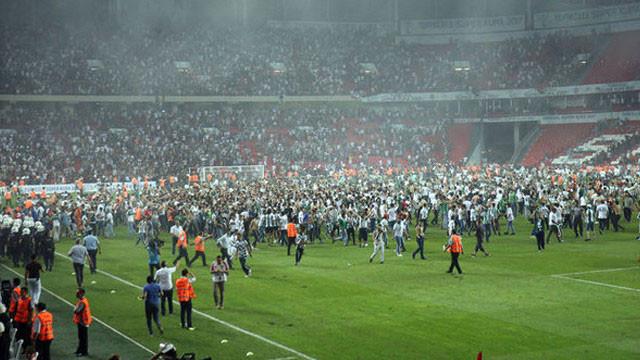 Konyaspor'a 5, Beşiktaş'a 1 maç ceza