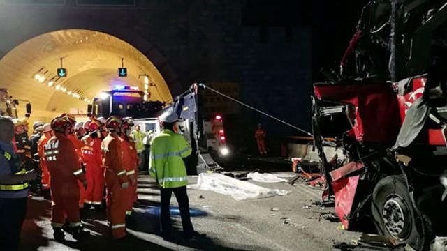 Yolcu otoübüsü duvara çarptı: 36 ölü, 13 yaralı
