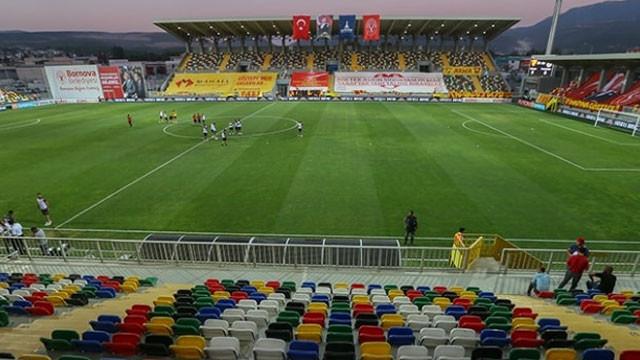 Fenerbahçe otobüsüne taşlı ve sopalı saldırı !