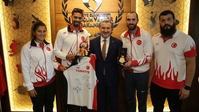 Osman Aşkın Bak'tan millilere ziyaret