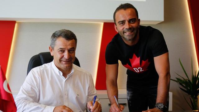 Semih Şentürk 1 yıl daha Eskişehirspor'da