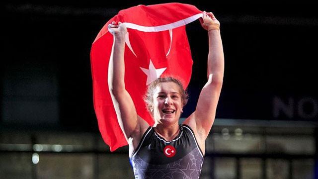 Yasemin Adar dünya şampiyonu !