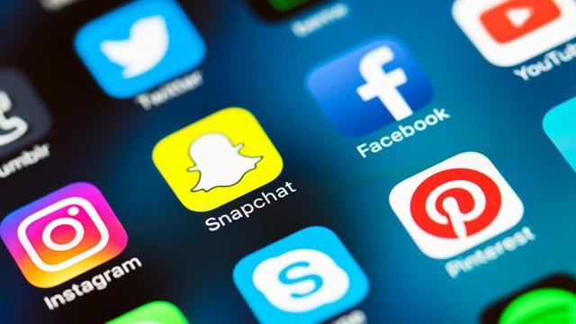 Çocukların Instagram ve Facebook'u olmalı mı ?