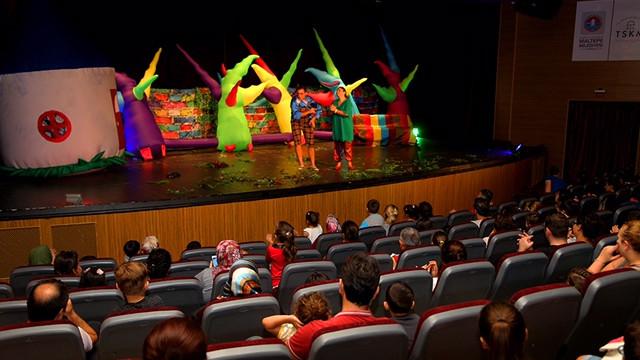 Çocuklar tiyatroya doyacak
