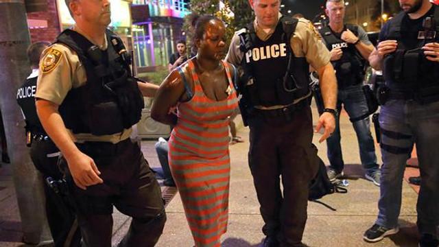 ABD'de ortalık savaş alanına döndü: 80 gözaltı