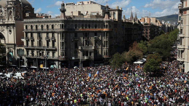 İspanya Katalan bögesel hükümetine el koydu