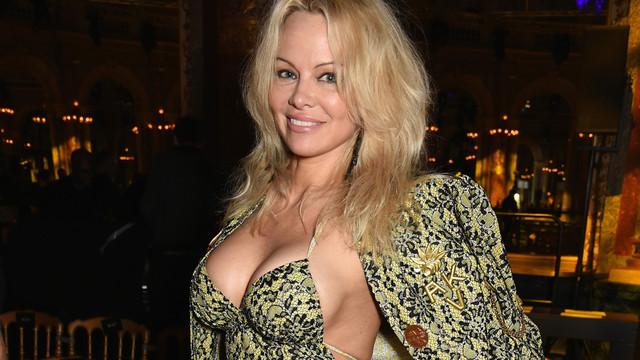 Pamela Anderson aşk iddialarına yanıt verdi