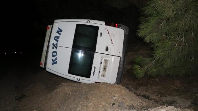 Yolcu minibüsü devrildi: 7 yaralı