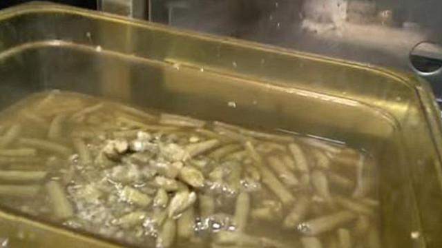 Ünlü tavuk zincirinde skandal görüntü !