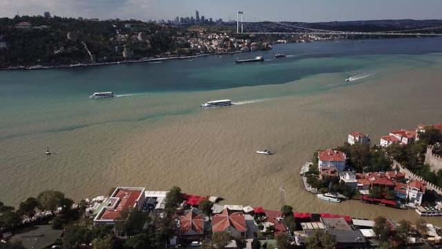 İstanbul'da korkutan görüntü! Boğaz çamura bulandı