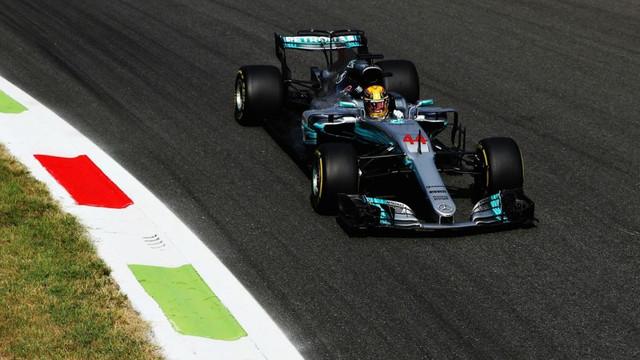 Lewis Hamilton zirveye yerleşti !