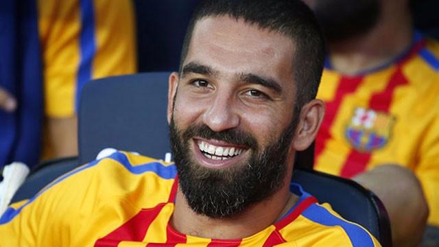 Arda Turan Galatasaray'a 2 yıllık imzayı attı