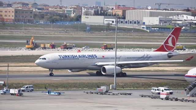 Atatürk Havalimanı'na inen uçak martıya çarptı