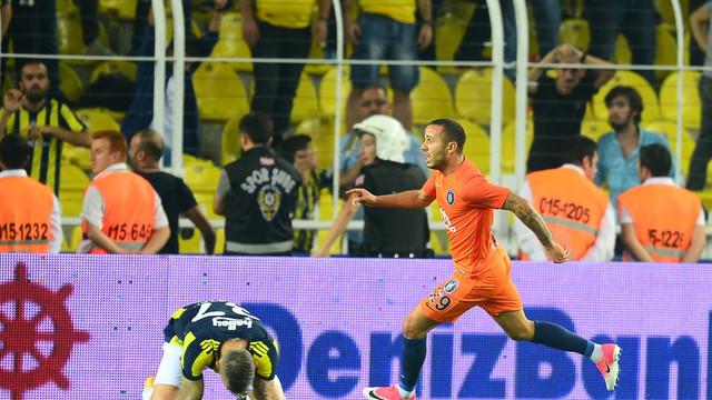 Başakşehir, Fenerbahçe'yi deplasmanda yıktı !