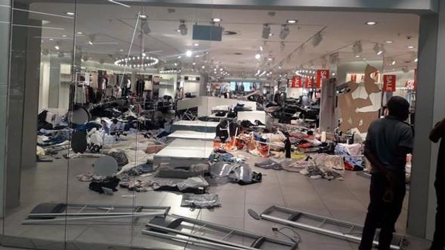 Dükkanda ne varsa yıkıp döktüler !