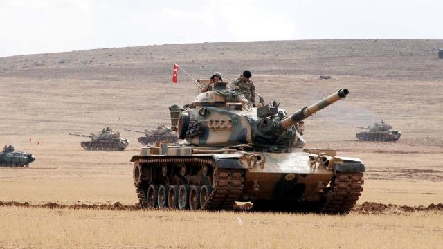 Mehmetçik'i gören PYD ve YPG sınırdan kaçtı