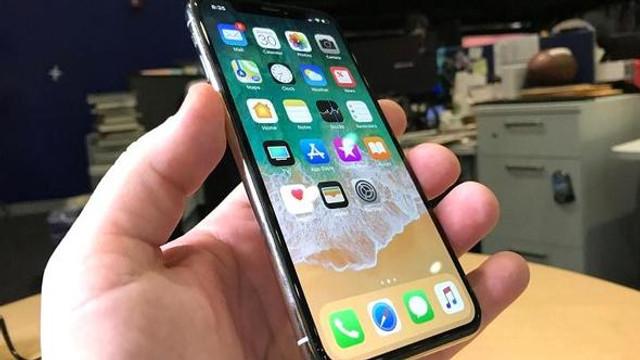 Apple'dan iPhone X için flaş karar !