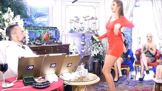 Adnan Oktar Rus kediciği dans ettirdi
