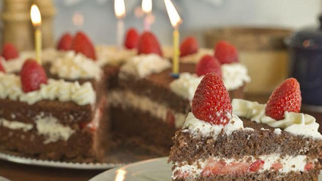 Doğum günü pastası öğrencileri hastanelik etti