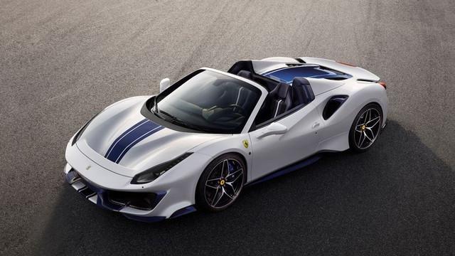 Ferrari'nin canavarı Türkiye'de satışa çıkıyor