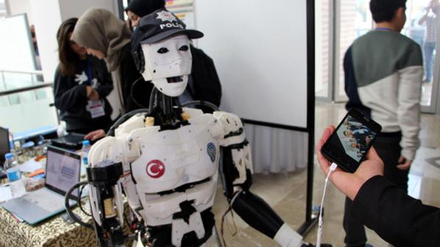 İşte insansı polis robotu ''Yiğido''
