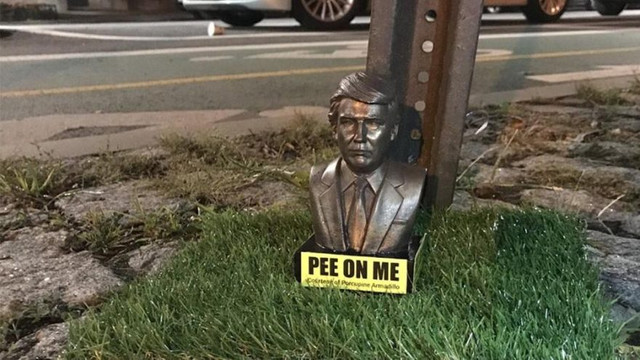 ''Trump'a işeyin'' heykelleri olay oldu