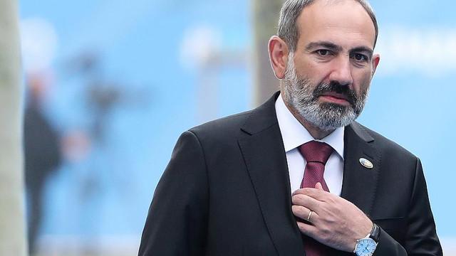 Komşu ülkenin başbakanı istifa etti !