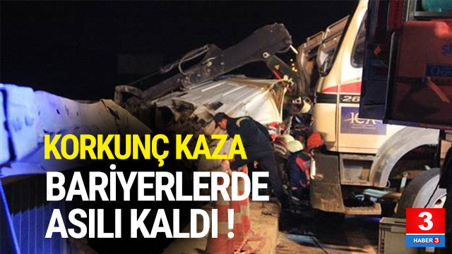 Korkunç kaza ! Bariyerlerde asılı kaldı