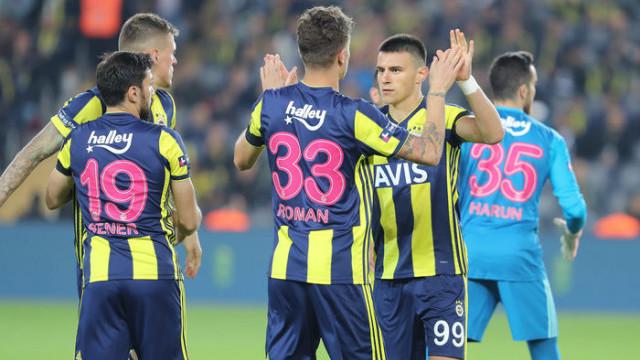 Fenerbahçe - Aytemiz Alanyaspor maçında Şener Özbayraklı sakatlandı
