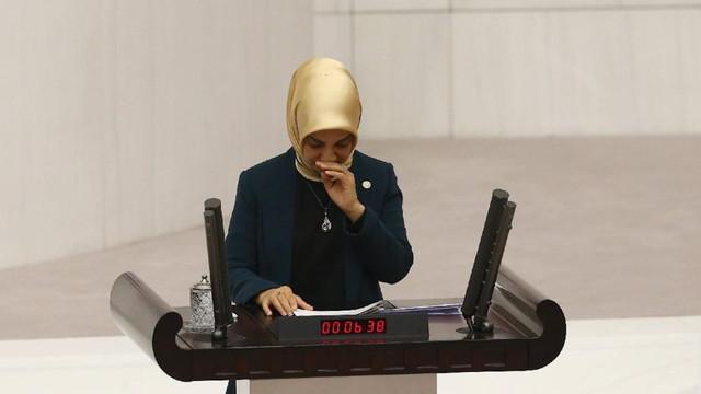 AK Partili kadın milletvekili kürsüde ağladı, 5 parti destek verdi