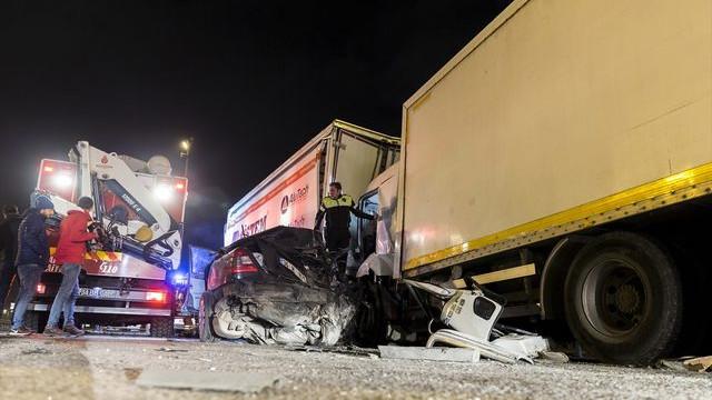 TEM'de korkunç kaza: 1 ölü, 2 yaralı
