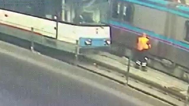 İstanbul'da dehşet anları ! İki tramvay birden çarptı
