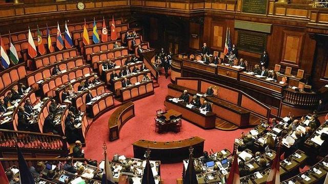 Ülke çalkalanıyor ! Parlamentoda seks skandalı