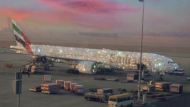 Emirates'in mücevher kaplı yolcu uçağı sosyal medyayı salladı