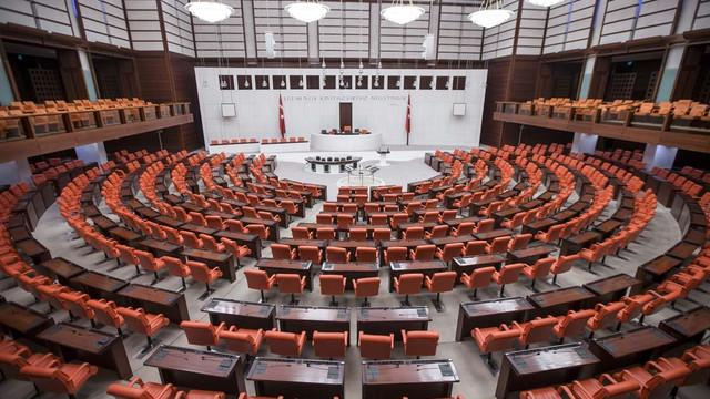 AK Parti TBMM'de ''torba yasa''dan vazgeçmiyor