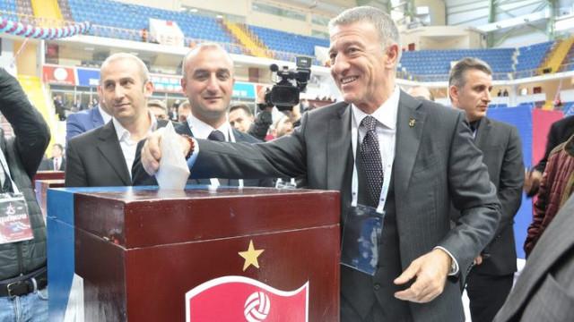 Ahmet Ağaoğlu Trabzonspor'da yeniden başkanlığa seçildi